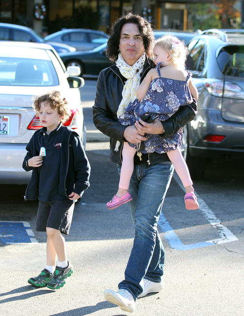 Exclusive... Paul Stanley Takes His Children To Get Refreshments